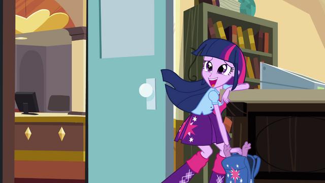 File:Twilight hides Spike in her bag EG.png