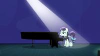 Coloratura appears before a piano S5E24