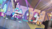 DJ Pon-3 and Octavia's playing intensifies S5E9