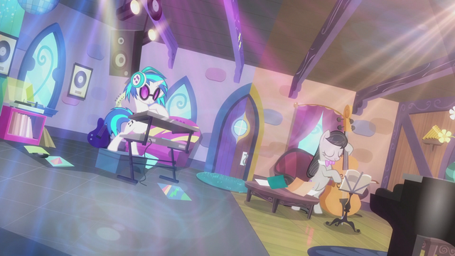 File:DJ Pon-3 and Octavia's playing intensifies S5E9.png