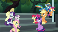Rainbow flies away with Scootaloo S6E7