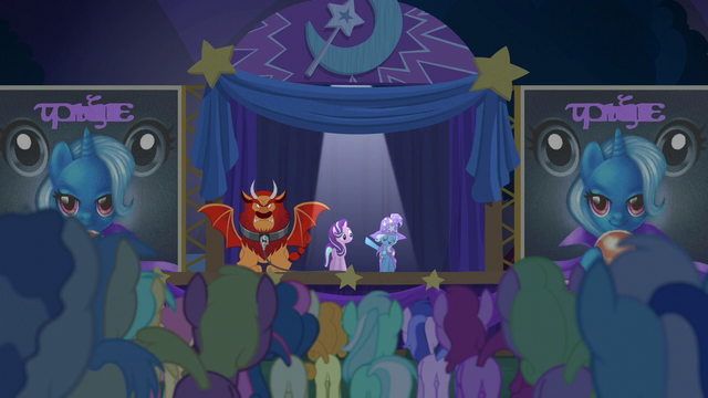 File:Trixie presents Starlight to the crowd S6E6.png