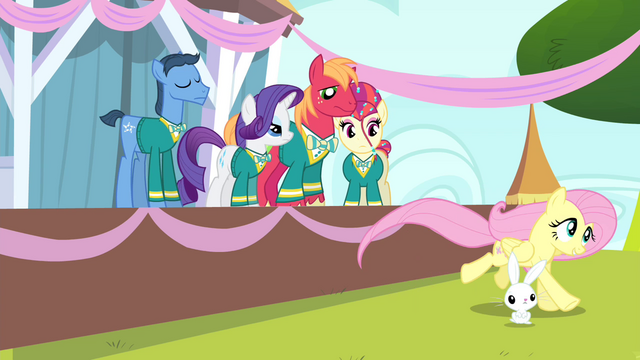 File:Fluttershy running S4E14.png