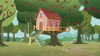 Cutie Mark Crusaders clubhouse exterior S5E18