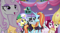 Crowd seeing Rarity's newest collection S5E14