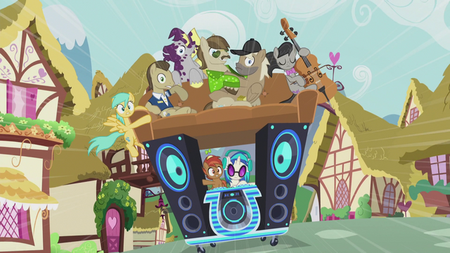 File:DJ Pon-3's DJ station has more passengers S5E9.png