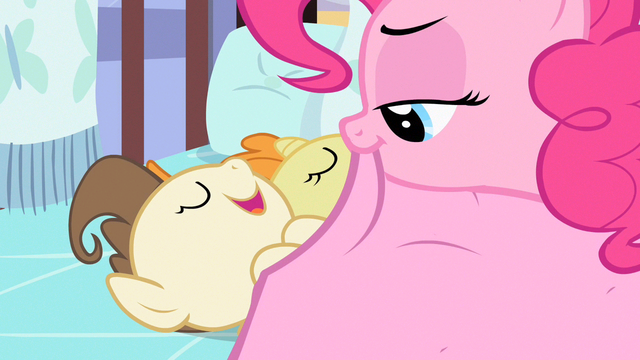 File:Pinkie Pie placing blanket S2E13.png