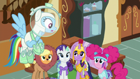 Twilight glaring at Rainbow Dash S5E21