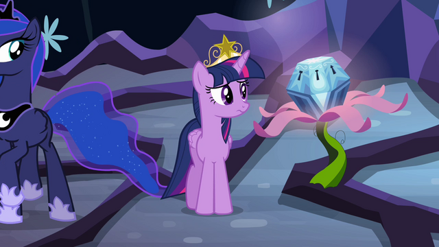 File:Twilight looking back at chest S4E02.png