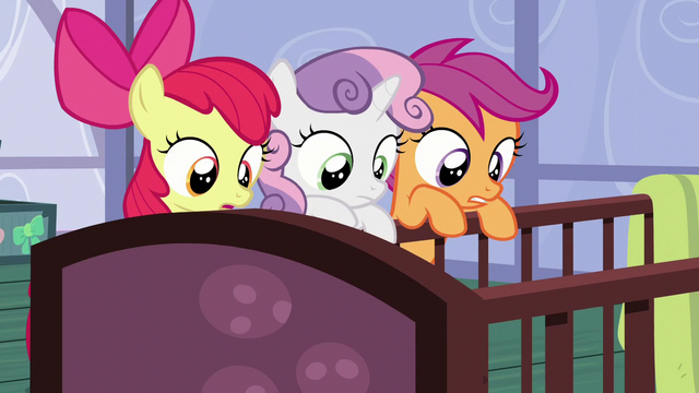 File:The CMC looks at the Cakes' babies S6E4.png