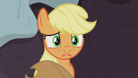 Applejack apologizes to the Pies S5E20