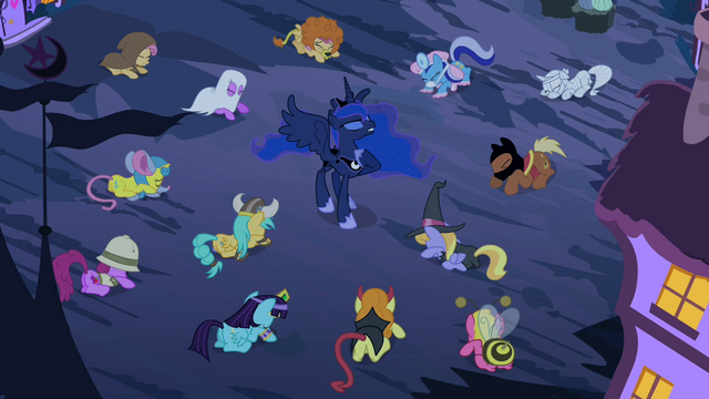 File:Luna hoof on her neck S2E04.png