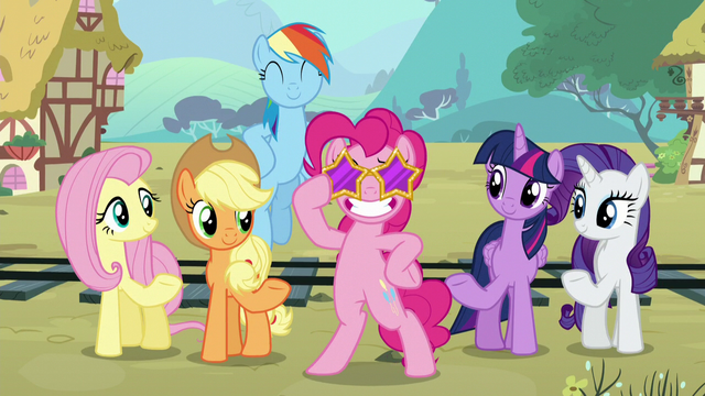 File:Pinkie wears star sunglasses S5E11.png