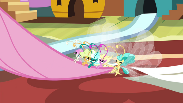 File:Breezies pulling on Fluttershy's tail S4E16.png