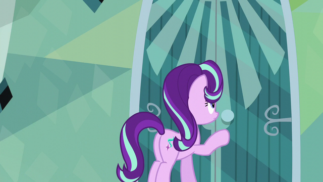 File:Starlight knocks on Sunburst's door again S6E1.png