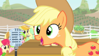 Applejack talking on the microphone S4E14