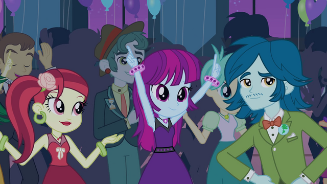 File:Canterlot High students in the gym EG2.png