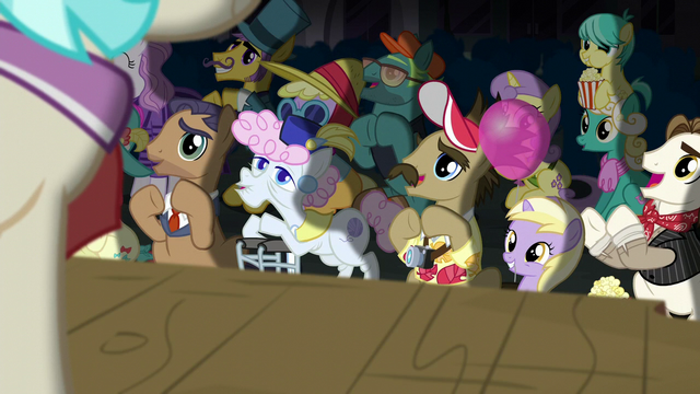 File:Manehattan ponies applaud Applejack and Rarity S5E16.png