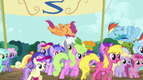 Ponies cheer for Rainbow and Scootaloo S5E17