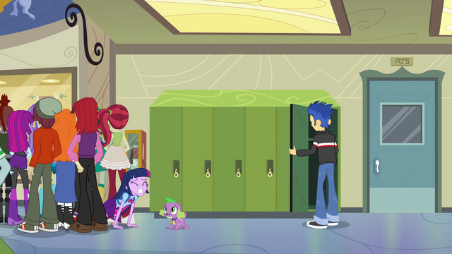 File:Twilight struggling out of the crowd EG.png