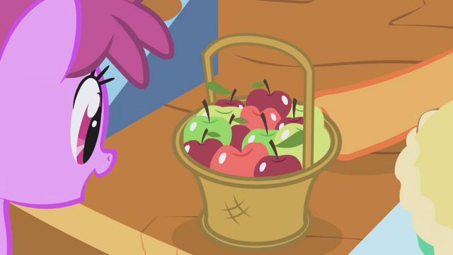 File:Berryshine gazes at apples S1E03.png