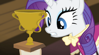 Rarity looks at the trophy S4E08