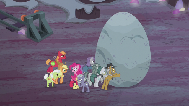 File:Apples help Pies push the boulder S5E20.png