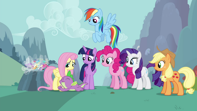 File:Spike apologizing to Fluttershy S4E16.png
