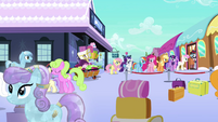 Ponies at the train station S03E11