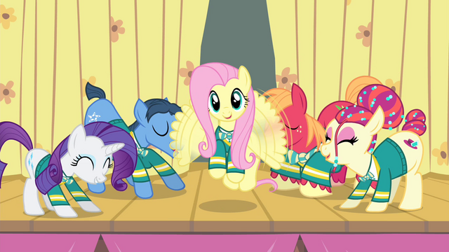 File:Fluttershy happy wing flutter S4E14.png