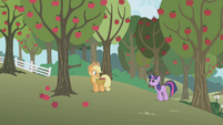 "Twilight ""Applejack, can we talk?"" S1E04"