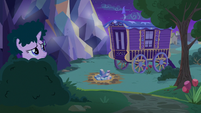 Starlight camouflaged and looking at Trixie's wagon S6E25