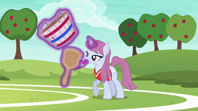 File:Tryout unicorn mare applying makeup S6E18.png