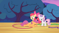 Scootaloo falls onto the ground after trying to fly S4E05