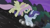 Fluttershy saving Rarity S01E02