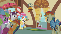 Ponies surprised at Pinkie's exit S02E08