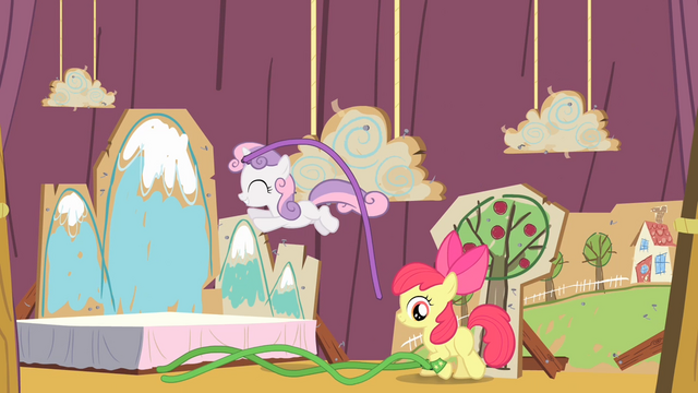 File:Sweetie Belle hopping S4E05.png