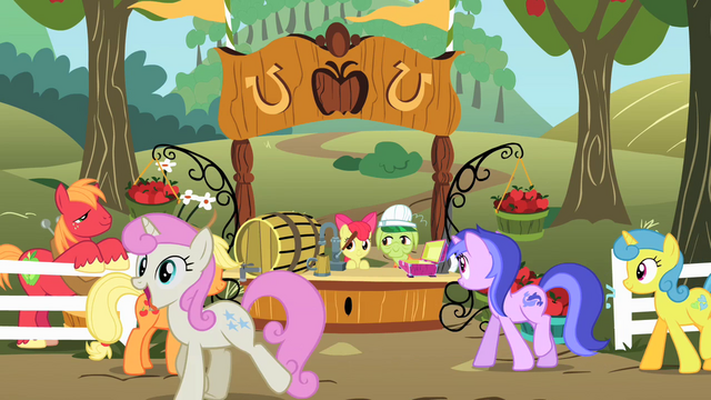 File:Twinkleshine is happy S02E15.png