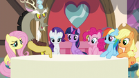 Discord noting the tablecloth color S5E22