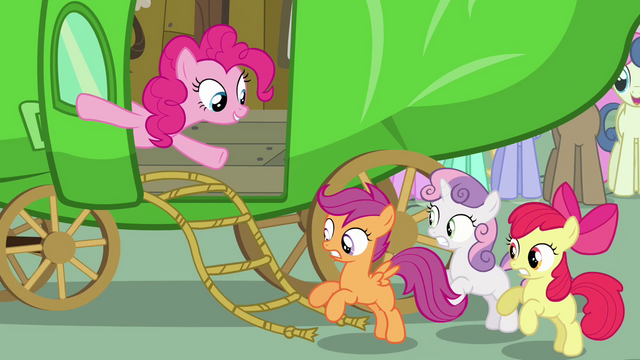 File:Pinkie Pie putting out rope ladder S3E4.png