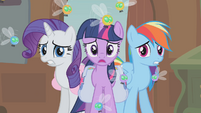 Rarity, Twilight and Rainbow shocked S01E10