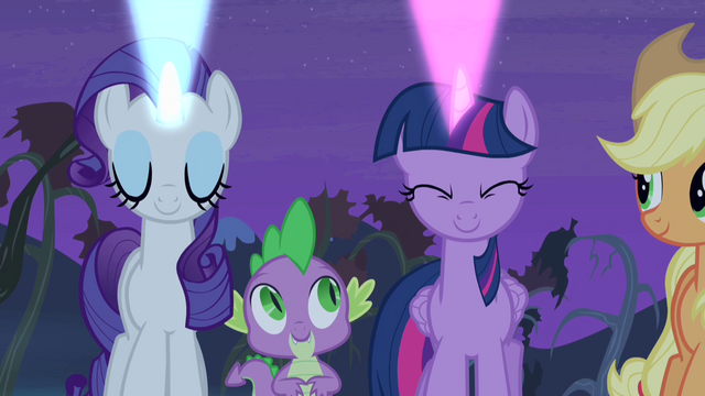 File:Twilight and Rarity casting signals S4E07.png