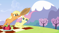 Applejack holds on to her hat S3E7