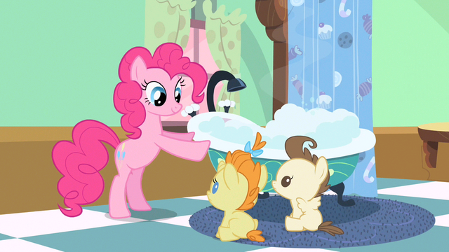File:Pinkie Pie all ready S2E13.png