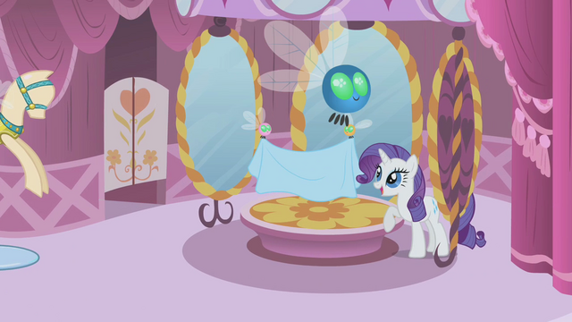 File:Rarity smiling at parasprites S1E10.png