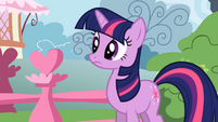 Twilight Sparkle looks around S01E04