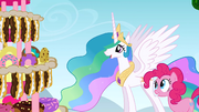 Celestia looking at the combined dessert S2E24