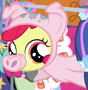 File:Apple Bloom little piggy costume ID S3E4.png