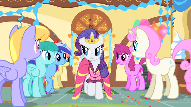 File:Rarity eyes other ponies suspiciously S01E22.png