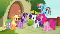 Twilight informing the group S3E10